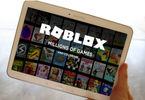 Roblox game on landscape Galaxy Tab 4 screen