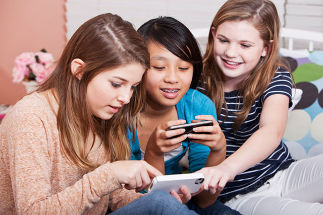 best phones for teens group photo